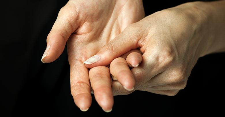 Руки взрослого человека